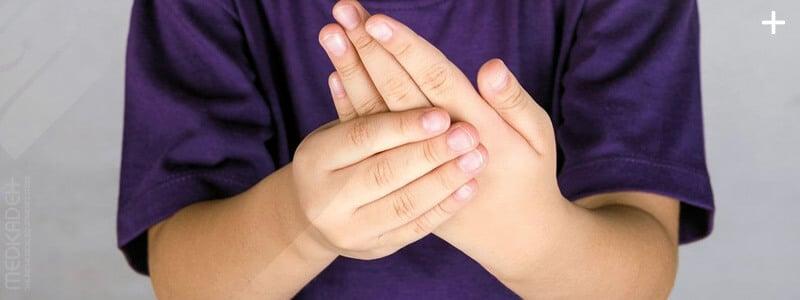 آرتروز روماتیسمی در نوجوانی: علائم، علت و درمان