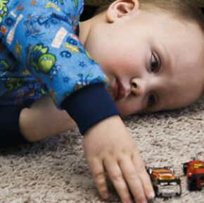علائم اوتیسم در کودکان چیست؟